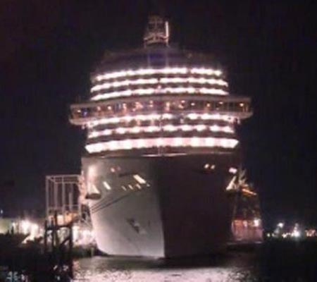 Texas: Cruise ship docks with Ebola-watched health worker