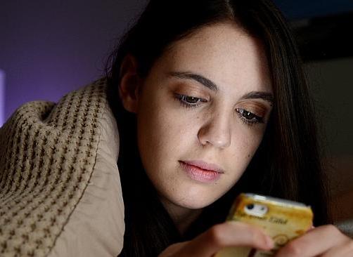 Social media messing up teens' sleep