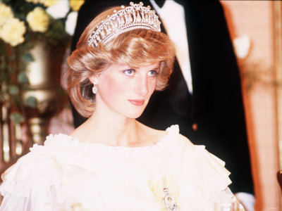 princess diana wedding tiara. Di#39;s wedding day tiara left
