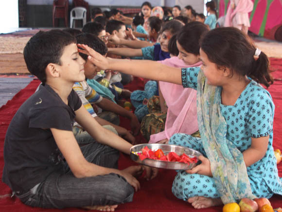"Hindus across India observe festival of ""Bhai Dooj"""