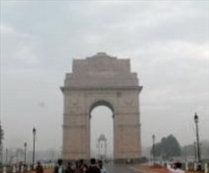 Cloudy morning in Delhi, rains in store