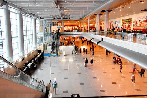 Sheremetyevo havaalanı planının incelenmesi - yolcular için yardım