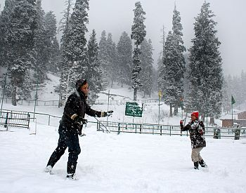 Season's first snow in Kashmir