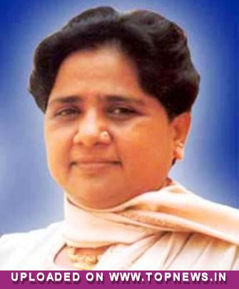 Mayawati takes on Akhilesh Govt., demands President's rule in UP