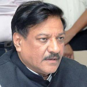 Chavan's chopper develops technical snag