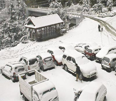 Shimla, Manali wrapped under white blanket