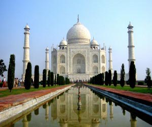 Agra fumes over minister's remark on razing Taj