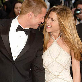 Pitt dumped Aniston over lesbian fears