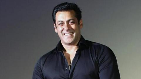 B-Town extends warm 'Holi' wishes for fans