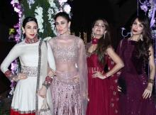 Bebo looks smokin' hot as she steps out with gal-gang