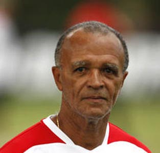 Flamengo continue search for coach