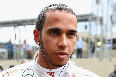 New F1 leader Hamilton believes he's still chasing Rosberg