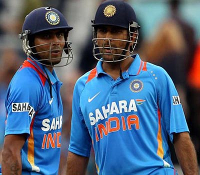 Dhoni, Jadeja set-up a challenging total for India