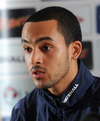 Walcott suggests new deal with Arsenal faltering due to wrong playing position in team