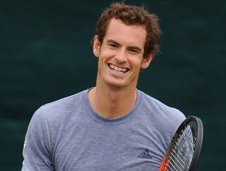 Murray beats Wawrinka to reach semifinals