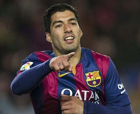 Luis Suarez renews Barca contract until 2021