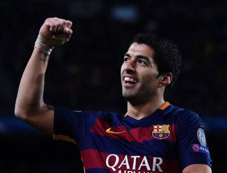 Suarez's brace fuels Barca past Espanyol in La Liga