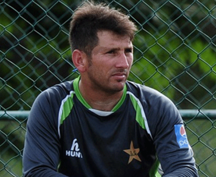 Qadir advises Yasir to learn to use the crease and vary the pace