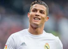 Cristiano Ronaldo pips Lionel Messi to top FIFA 17 ratings