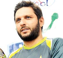 Afridi hints at Sammy's availability for PSL final in Lahore
