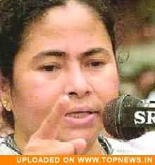 State government must give back land to farmers in Singur, says Mamata