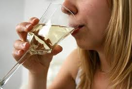 Alcohol consumption may lower risk of ALS