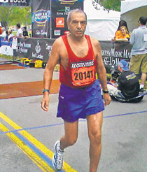 India's Ashis Roy, 80, runs half marathon in US