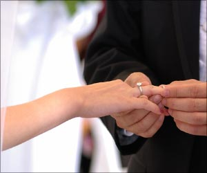 Bigger weddings may make for happier marriages