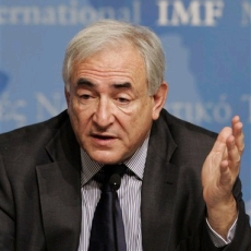 Strauss-Kahn released from house arrest over 'serious credibility issues' with his accuser