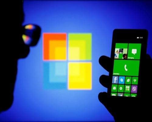 Leaked images show Nokia's 'selfie' Windows phone