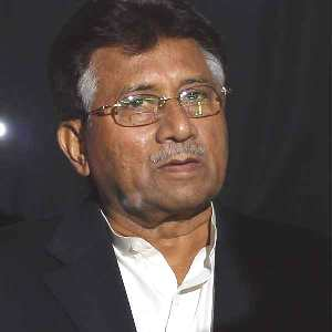 Musharraf narrowly escapes as blast targets convoy in Islamabad