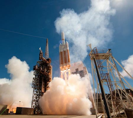 US launches rocket carrying spy satellite