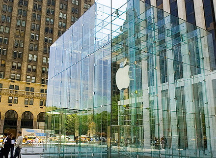 Grandma 83 Sues Apple For 1m After Breaking Nose On Stores Glass