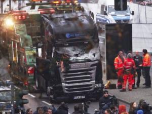 Berlin attack: Massive manhunt underway for truck's driver