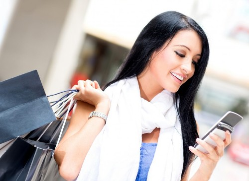 Shopping and talking over phone don't go hand in hand