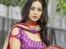 Filmaker Trisha Ray directs Mahie Gill in 'Orphan Train'