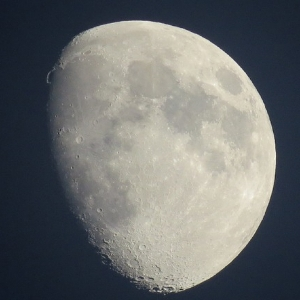 Misleading mineral may have resulted in overestimation of water in moon
